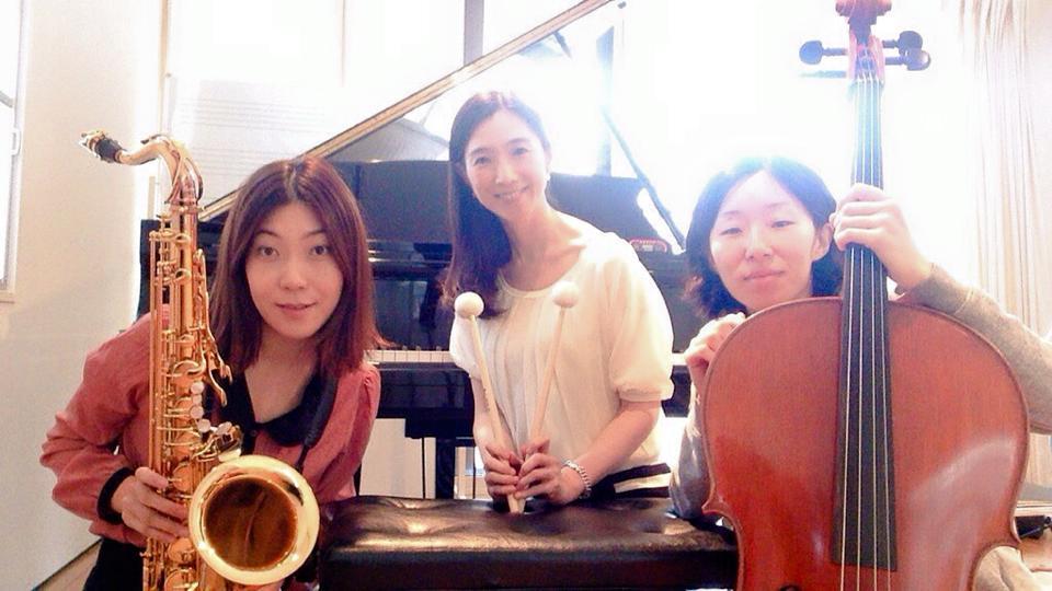 黒い花びら [kuroi hanabira] - Maki Kasai, Kyonga Im and Maki Ono